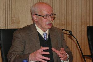 Heliodoro Dols durante una conferencia sobre el santuario de Torreciudad
