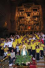 Alumnas de Senara en el santuario el día 14 de septiembre de 2005