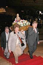 Peregrinos austriacos con la virgen en el Santuario el día 4 de Octubre de 2003