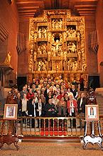 Los peregrinos ante el retablo el día 5 de mayo de 2011