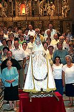 Grupo de peregrinos en el santuario el día 21 de julio de 2001